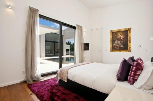 luxus ferienvilla auf mallorca violetter plüschteppich