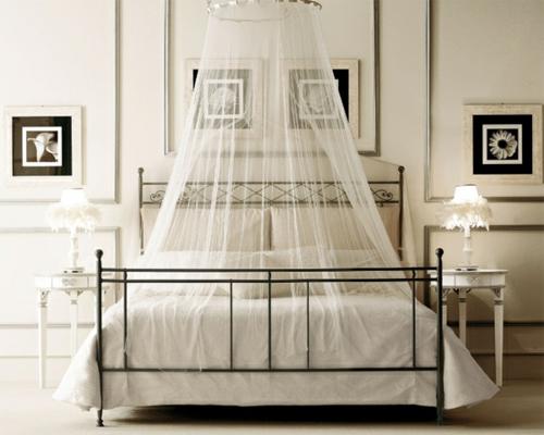 metall bettgestell zimmer schlafen gardinen bilderrahmen