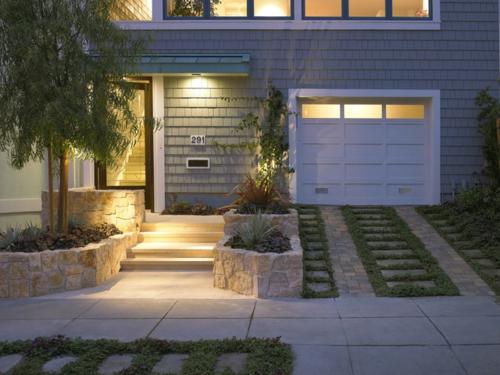 moderne Außentreppe mit Beleuchtung eingebaut garage hinterhof