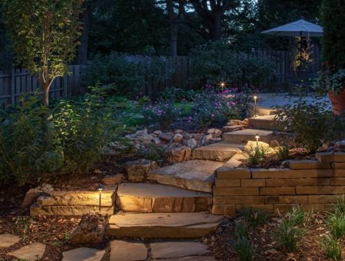 moderne Außentreppe mit Beleuchtung eingebaut garten stein stufen