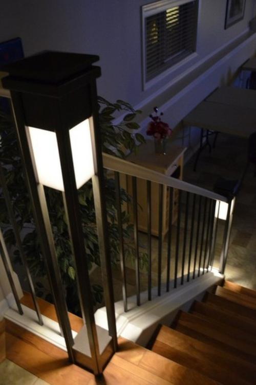 moderne Außentreppe mit Beleuchtung eingebaut indirekt LED