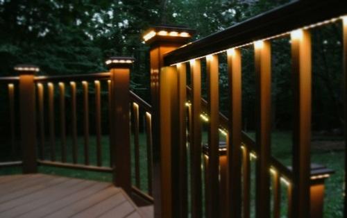 moderne Außentreppe mit Beleuchtung eingebaut veranda geländer