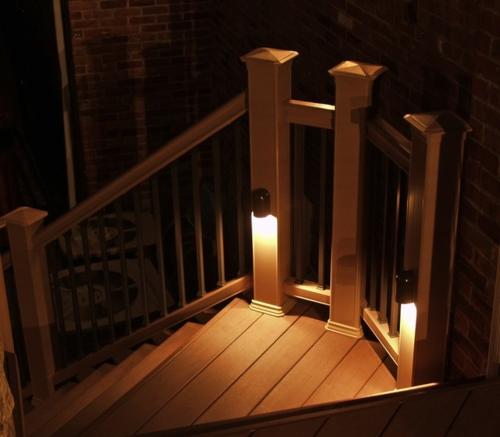 moderne Außentreppe mit Beleuchtung geländerg holz außenbereich