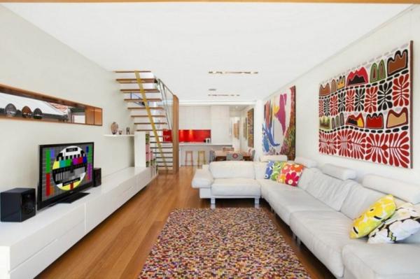 moderner hausanbau mosaik artiger läufer und neonfarben