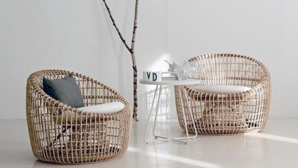 nachhaltige rattan möbel korbsessel und weiße sitzkissen