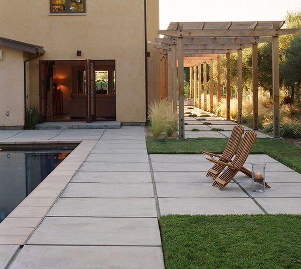 pool eingebaut außenbereich steinplatten pergola holz