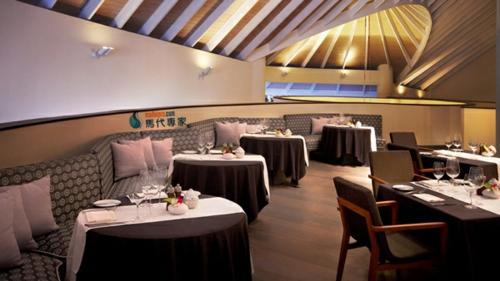 restaurant design hotel bequem traditionell zimmerdecke