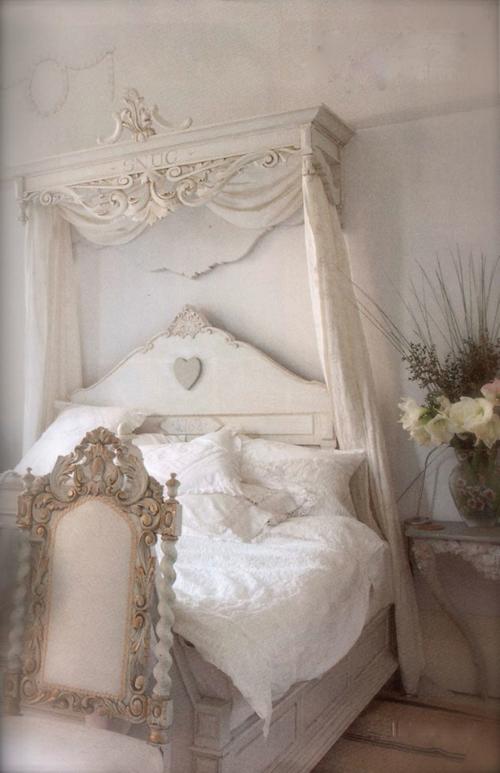 romantische schlafzimmer im barockstil mit rocaillen