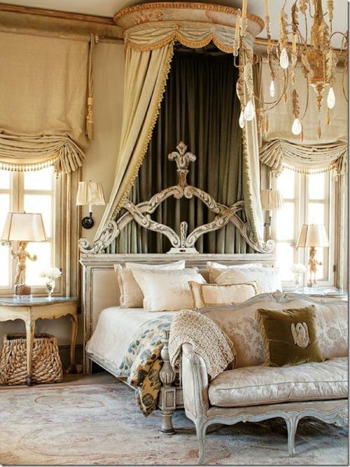 romantische schlafzimmer einrichtung rokokostil betthimmel und kronleuchter mit blattgold verziert