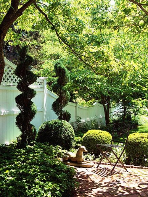 schattige Sitzecke im Garten gartenkunst büsche