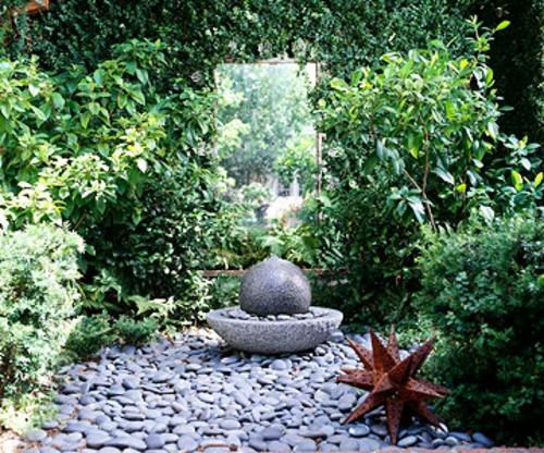 schattige Sitzecke im Garten metallisch wasseranlage nautisch