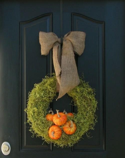 türkranz herbst dekoideen design moos grün orange kürbisse