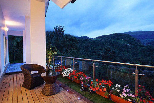 terrassengestaltung mit pflanzen gläserne geländer