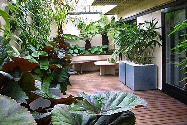 terrassengestaltung mit pflanzen quadratische blech behälter