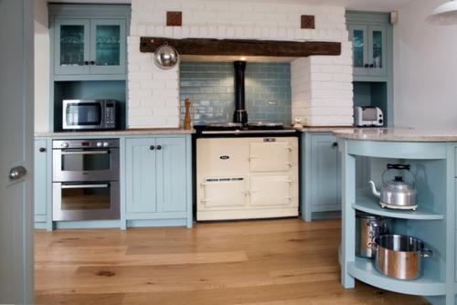 traditionelle Küche modern gestalten küchenrückwand fliesen holz schrank