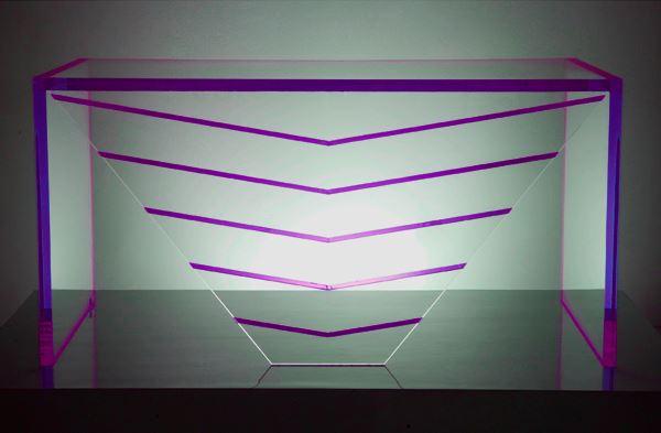 Ambiente in Violett inneneinrichtung acryl schreibtisch akzente