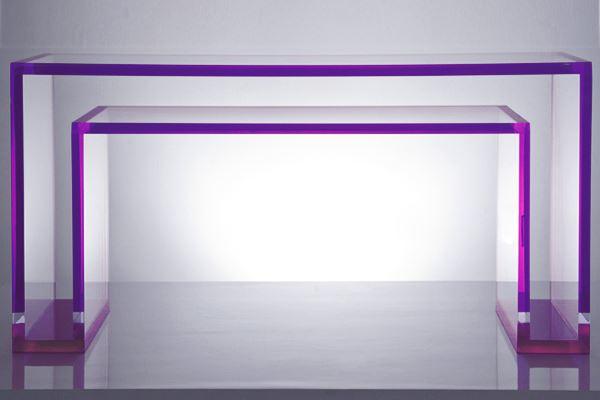 Ambiente-in-Violett-inneneinrichtung-acryl-schreibtisch
