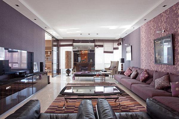 Ambiente in Violett inneneinrichtung bestuhlung samt sofa