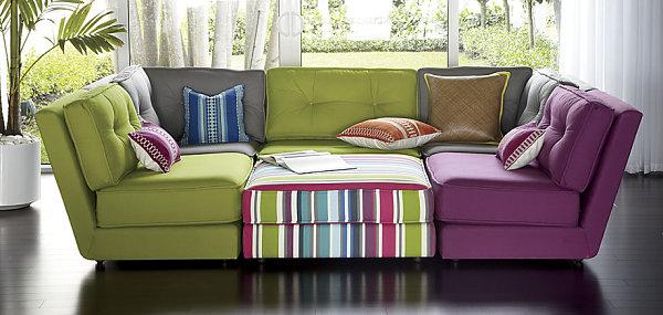 inneneinrichtung grüne kissen eklektisch sofa