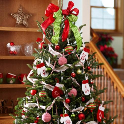 den weihnachtsbaum schm cken sind sie bereit f r die weihnachtsparty. Black Bedroom Furniture Sets. Home Design Ideas