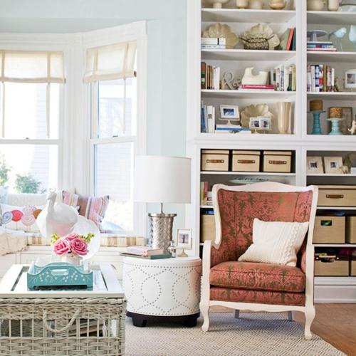 Die Bücherregale richtig und schick anordnen weiße füllstoff