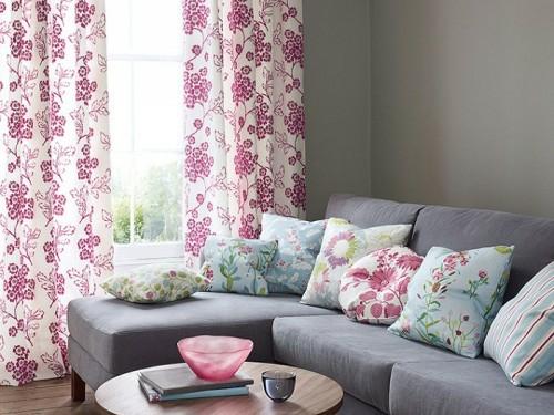 Farben und Trends bei Heimtextilien gardinen weiß lila sofa kissen