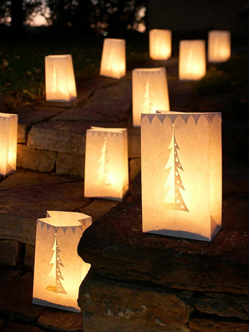 Festliche Gartenbeleuchtung zu Weihnachten metallkübel weiß baum