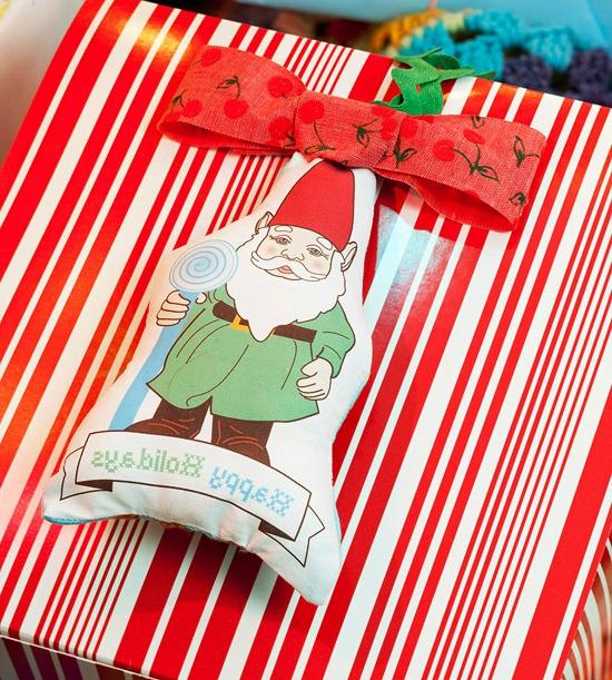 Weihnachtsgeschenke selber machen Freunde gnom rot weiß streifen