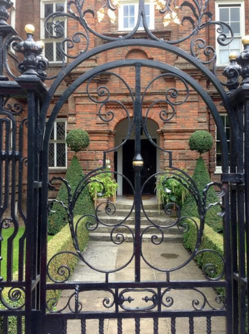 Magischer englischer Stadtgarten gestaltung design außenbereich eingang