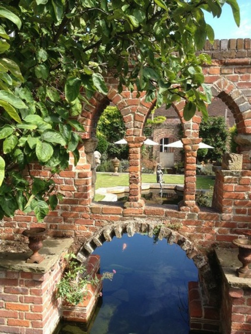 https://freshideen.com/wp-content/uploads/2013/10/Magischer-englischer-Stadtgarten-gestaltung-fassade-ziegel-mauer.jpg - Englische Grten Gestalten