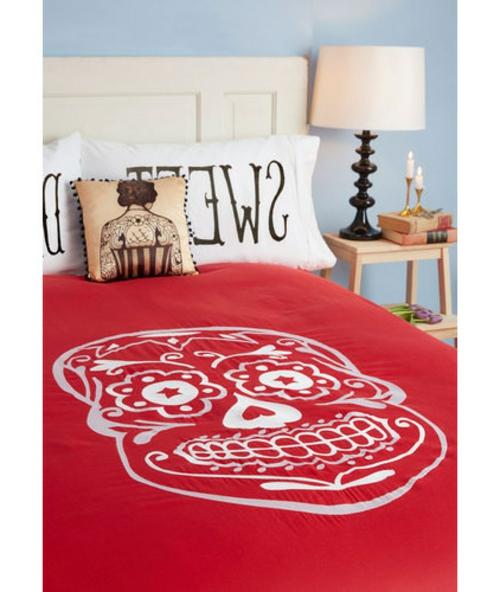 Totenkopf Dekoration zu Halloween bettwäsche rot schlafzimmer
