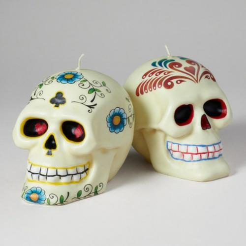 Totenkopf Dekoration zu Halloween kerzen eigenartig blumenmuster