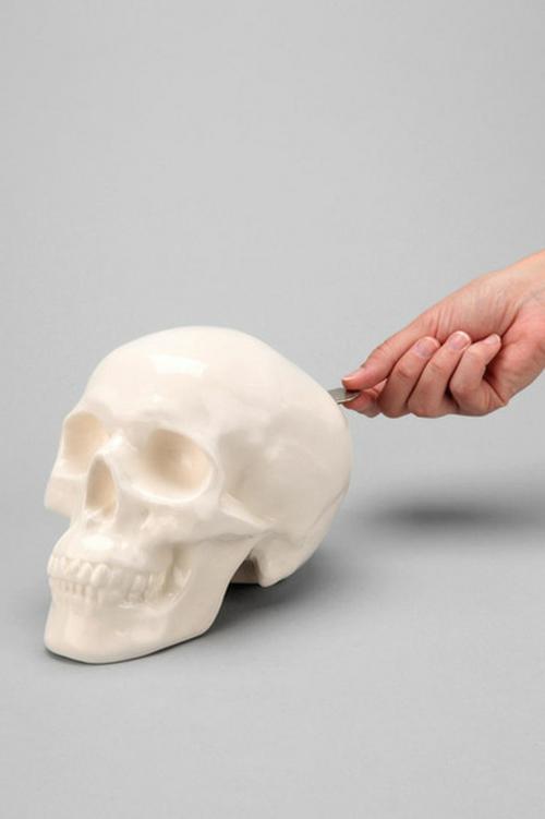 Totenkopf Dekoration zu Halloween weiß zubehör auffallend