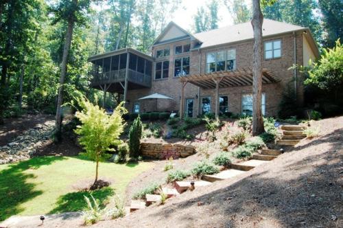 Warmes rustikal eingerichtetes Haus exotisch naturumgebung außenbereich