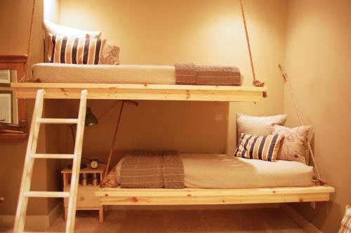 Warmes rustikal eingerichtetes Haus hochbett leiter holzgestell