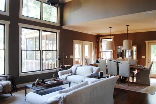 Warmes rustikal  eingerichtetes Haus wohnzimmer zweisofa überwürfe