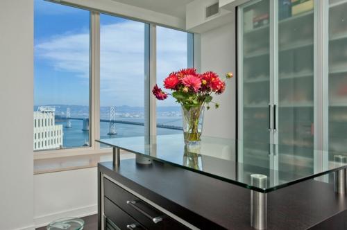 Wohnideen für einen funktionalen Schrank glastischplatte modern vase zimmer