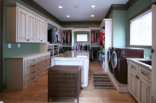 Wohnideen für einen funktionalen Wandschrank holz einrichtung klassisch