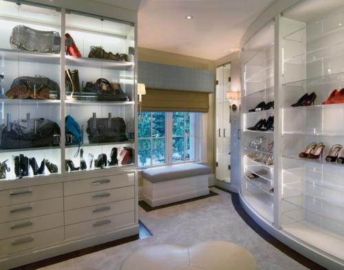 Wohnideen für einen funktionalen Wandschrank offene regale ankleideraum