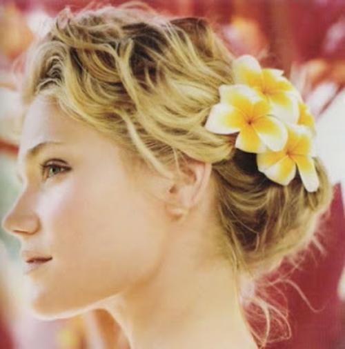 Brautfrisuren Mit Blumen 22 Ideen Fur Ein Perfektes Hochzeitsgefuhl