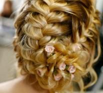Brautfrisuren mit Blumen für Ihre perfekte Hochzeitsstimmung