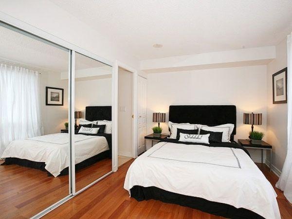 coole deko ideen schlafzimmer klein eng eingebaut kleiderschrank bett ...