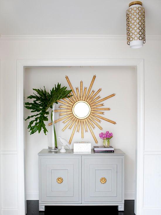 den eingangsbereich perfekt einrichten stilisierte sonne als spiegel