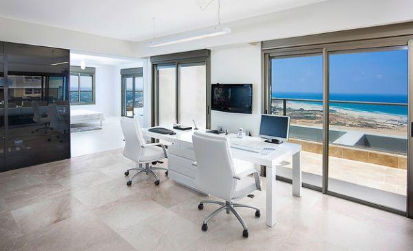 designer büro parsons desk zwei sessel weiß schlicht licht