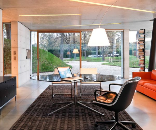 designer büro rundtisch schwarz bodenhohe fenster licht