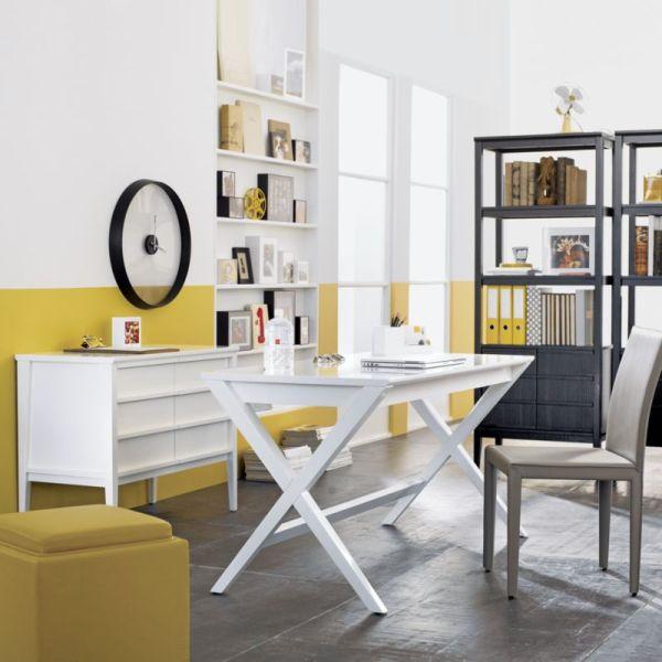 designer büro spotlight desk gekreuzte beine gelb weiß