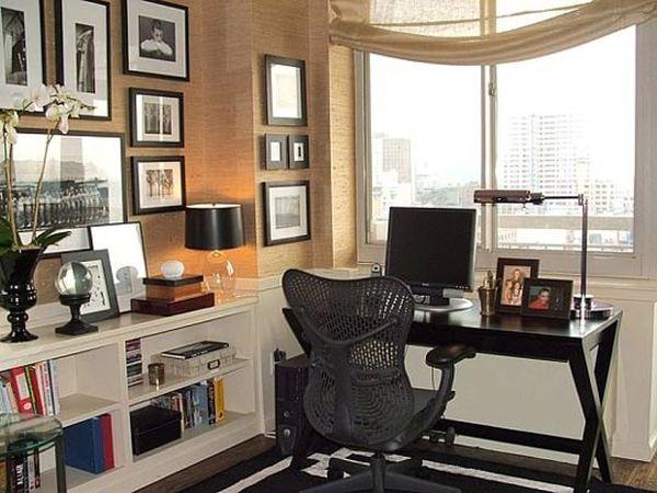 designer büro spotlight desk gekreuzte beine schwarz fenster