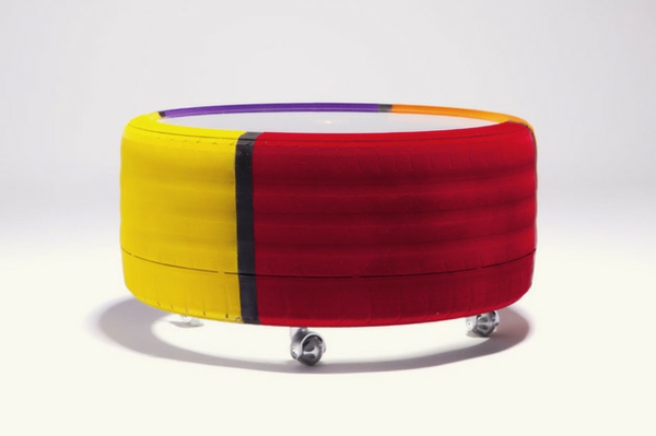Entzuckend Designer Couchtisch Von Tavomatico U2013 Wie Man Aus Alten Reifen Ein  Stylisches Möbelstück Herstellt?