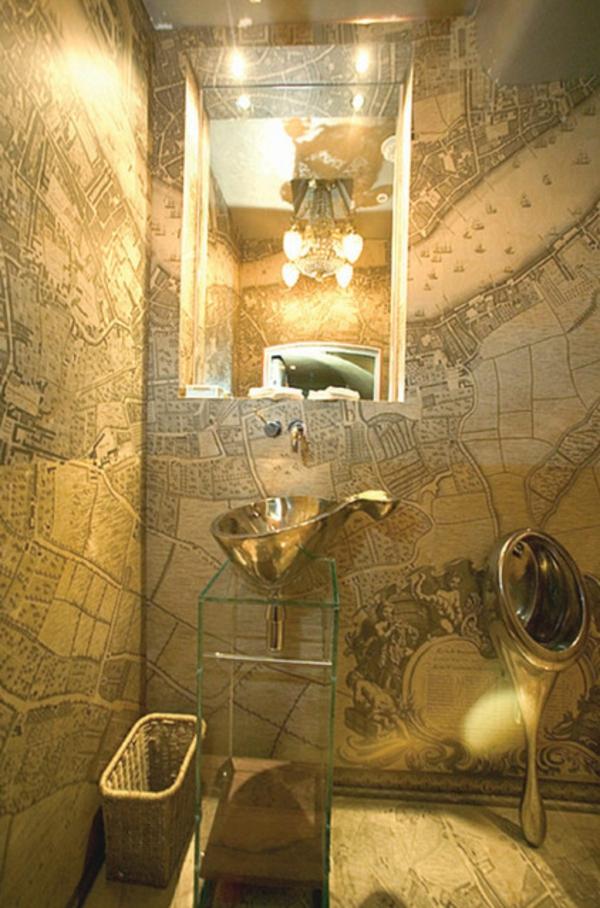 ein pissoir zu hause aus glänzendem stahl alte karte wände