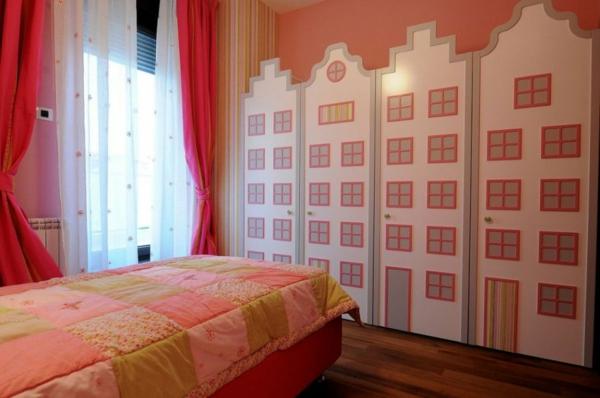 exklusive penthousewohnung coole schränke als häuser dekoriert
